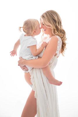Babybauch Schwangerschaft Maternity FineArt Studiofotografie Geschwisterkind Gummersbach Köln Engelskirchen