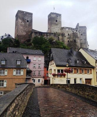 Ankunft in Runkel mit Blick auf die Burg