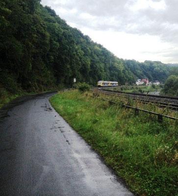 Die Bahn begleitet die Lahn auf ganzer Strecke