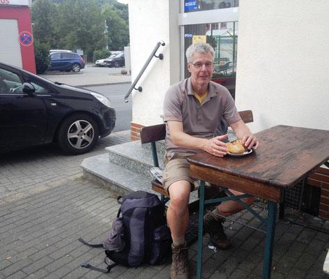 Brötchen und Kaffee in Odersbach kurz vor Ladenschluss