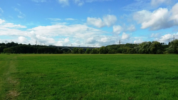 Blick auf die Autobahnbrücke (Baustelle) kurz vor Limburg