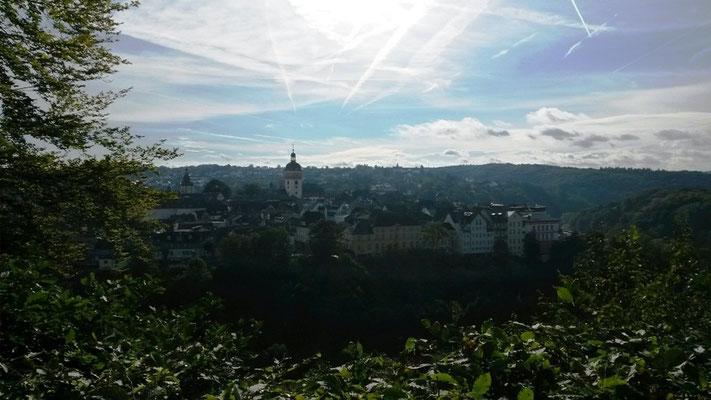 Blick auf Weilburg am Sonntagmorgen (bei Glockengeläut)