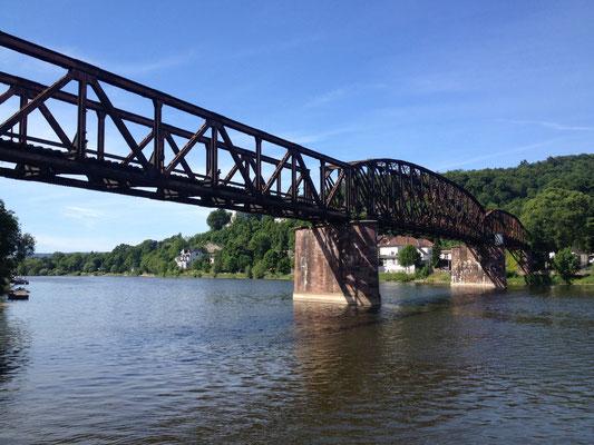 Hameln: Eisenbahnbrücke über die Weser