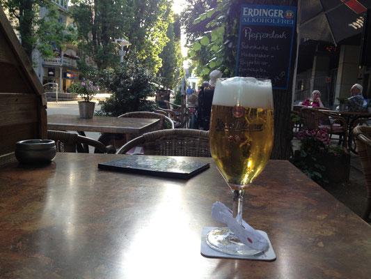 Bad Pyrmont: abendliche Rast bei Bier und Spargel mit Schinken (Essen kommt gleich)