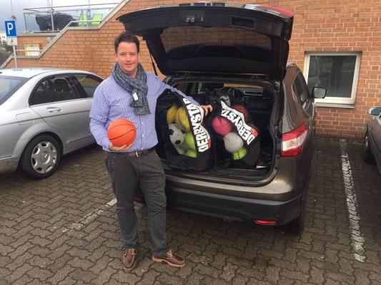 Perfekt vorbereitet: Ballschule-Chef Florian auf dem Weg zum Workshop