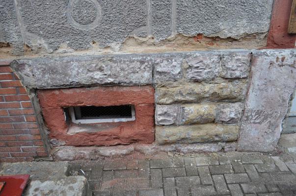 Restaurierung Sandsteinsockel