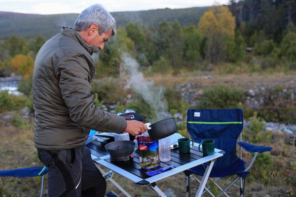 Jürgen Sedlmayr Reisefotograf | Norwegen | beim kochen!