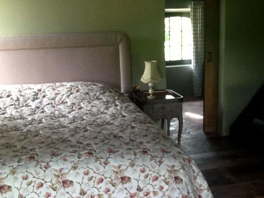 chambre 1 à grand lit - 2 personnes gîte Koetshuis