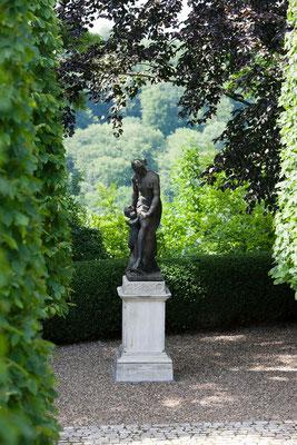 statue à la fin de l'allée du Domaine Le Chatel, gîtes,Beaulieu-en-Argonne, Meuse
