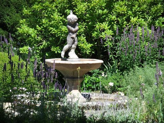 fontaine , Domaine Le Chatel,gîtes,Beaulieu-en-Argonne