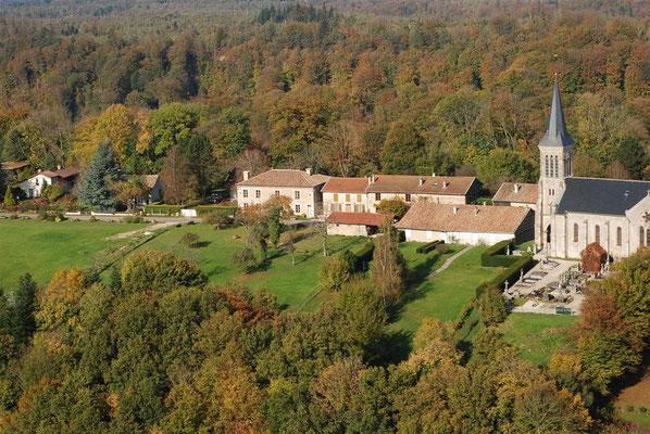 vue aérienne sur Beaulieu-en-Argonne,voir aussi  loger au Domaine le Chatel