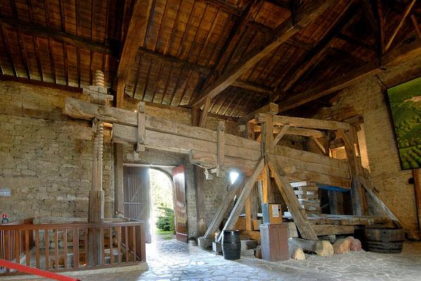 Pressoir Beaulieu-en-Argonne, voir aussi gîtes Domaine Le Chatel, Meuse , Argonne