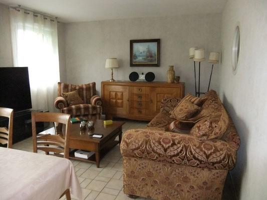 séjour salon avec télé et lecteur blu-ray/dvd - gîte Maison Blanche, Beaulieu-en-Argonne