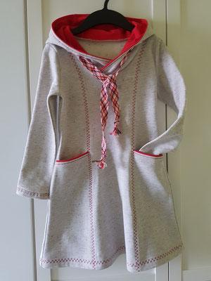 Kleidchen mit Wickelkapuze aus angerautem Wintersweat, hier Größe 128