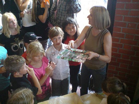 Die Schüler/innen waren stolz auf ihr Werk und die Lehrerin ausnahmsweise mal sprachlos!