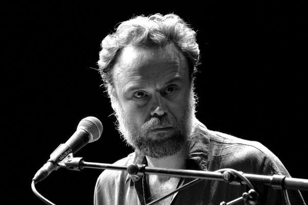 97 - Rodrigo Amarante