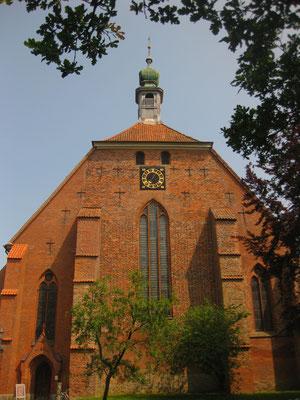 Klosterkirche, das Klostergelände lädt zu einem Spaziergang ein
