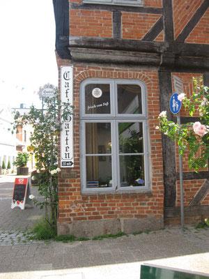 Cafe in der Lange Brückstraße mit Garten zur Schwentine
