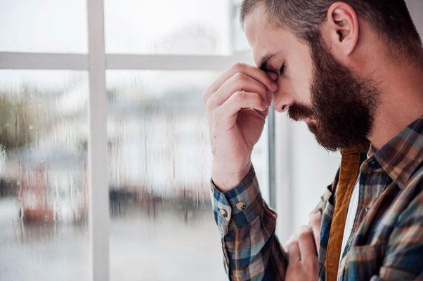 Seelische Gründe für Kopfschmerz und Migräne, Handauflegen bei Kopfschmerz