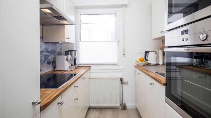 Küche mit Induktionsherd - Ferienwohnung Winterberg