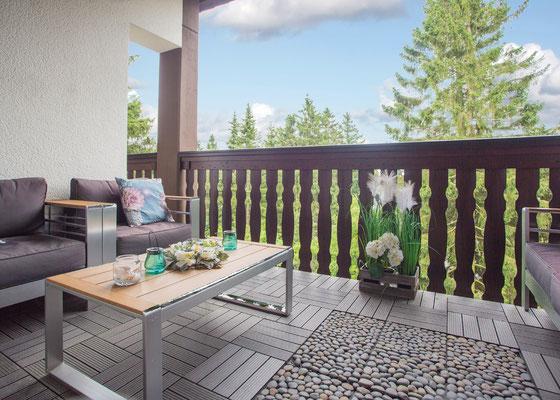 Balkon 1 mit Gartenmöbel