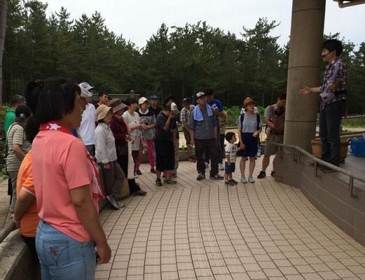 プロジェクト主催者の田村さんの説明をよく聞いてます。