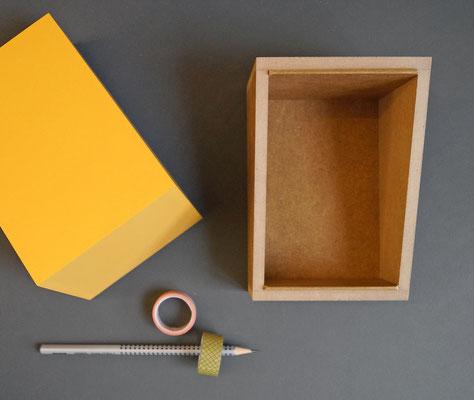 leere Box mit schrägem Deckel