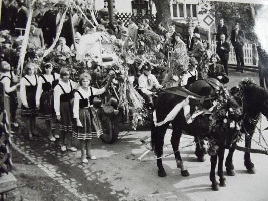 Erntedankfest ca 1967 - Foto von Monika Müller