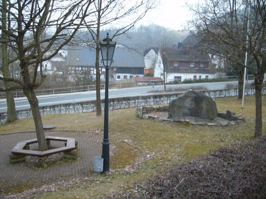 Dorfmitte mit Dorfbrunnen