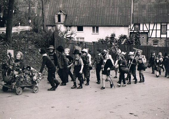 Erntedankumzug, im Hintergrund Stedens an der Oberstraße - Foto von Andreas Emde