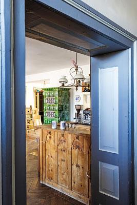 Gasthaus zum Brünnstein Oberaudorf Blick auf Tresen