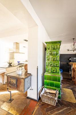Gasthaus zum Brünnstein Oberaudorf Stube / Blick in Küche