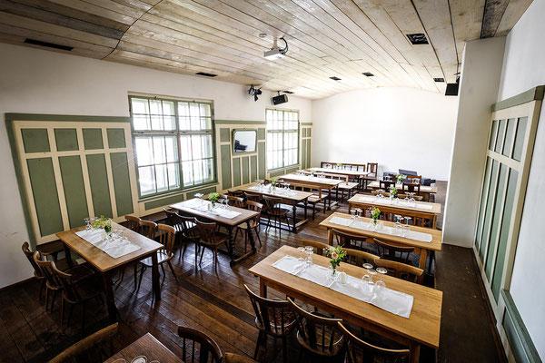 Gasthaus zum Brünnstein Oberaudorf Saal (Seminarraum) hier für 70 Personen bestuhlt