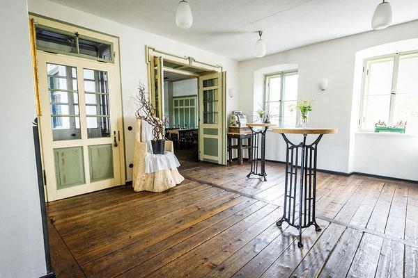 Gasthaus zum Brünnstein Oberaudorf Eingang von Küche in den Saal (Kino, Seminarraum)