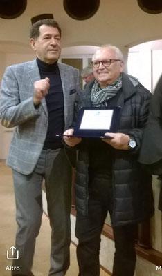 Associazione Panorama di Pordenone - Premiazione con targa per la collaborazione artistica del 2018. Consegna dell'Assessore alla Cultura Dr. Pietro Tropeano con congratulazioni del Sindaco di Pordenone Alessandro Ciriani.