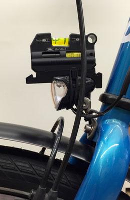 Fahrrad-Scheinwerfer für schnelle Fahrt und weite Ausleuchtung genau richtig eingestellt von Fahrrad und Werkstatt in Cuxhaven