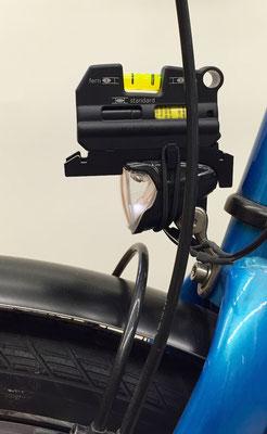Fahrrad Scheinwerfer vor dem Einstellen zu hoch eingestellt.