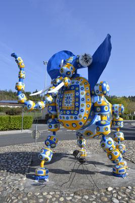 Elephaz : bouteilles de gaz, peintures H3m/L4m/l2m 800kg  ©BycZyk