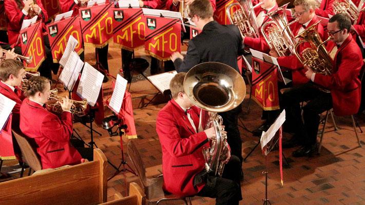 ...und in der Folge vermochte das Tuba Solo von Benu Wittwer die Schnarchgeräusche des Knaben zu überdecken.