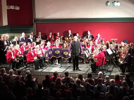 Die massed Band