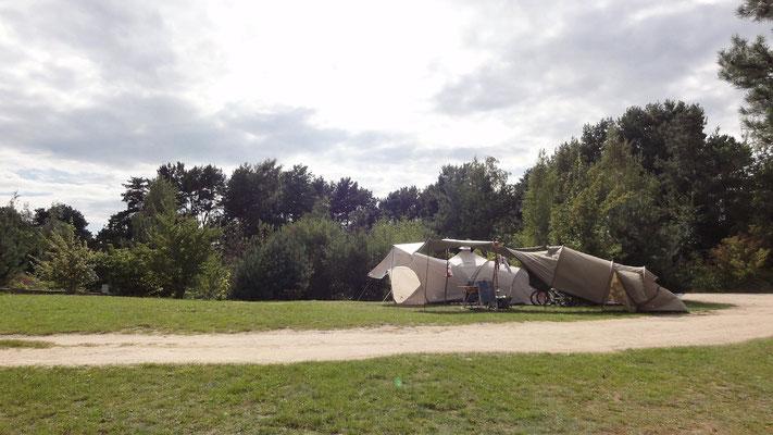 Große Plätze auf dem Wiesenplateau (426-428) © Naturcamping Zwei Seen am Plauer See/MV - www.zweiseen.de