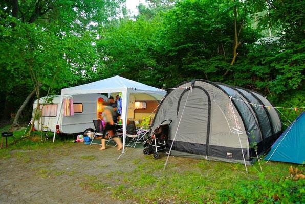 Platz 121, daneben 120: geeignet für kleinere Caravans © Naturcamping Zwei Seen am Plauer See/MV - www.zweiseen.de