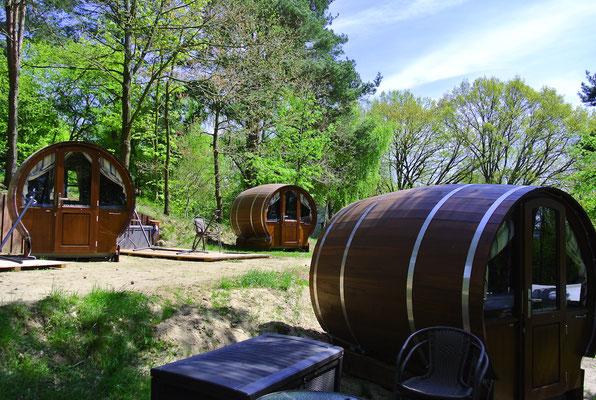 Das Schlaf-Fass für Zwei auf Naturcamping Zwei Seen am Plauer See © www.zweiseen.de