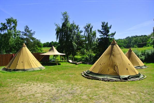 Das Tipidorf am Plauer See - perfekt für Familientreffen und kleine Gruppen © Naturcamping Zwei Seen am Plauer See/MV . https://www.zweiseen.de