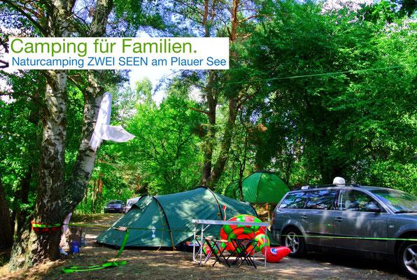 Einer der Stellplätze auf den bewaldeten Terrassen, ruhig und abgelegen, mit Seeblick © Naturcamping Zwei Seen, www.zweiseen.de