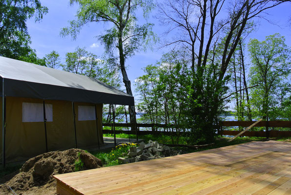 © Ein Hochplateau direkt am Plauer See für unsere Safarizelte: für einen traumhaften Panoramablick! www.zweiseen.de/safarizelt