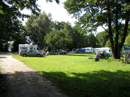 Blick auf die Plätze 15 - 19 am See © Naturcamping Zwei Seen am Plauer See/MV - www.zweiseen.de