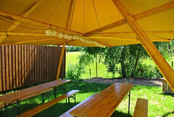 Tipidorf@ZWEISEEN.de | 3 große Tipis für Gruppen & befreundete Familien auf einer Halbinsel am Plauer See