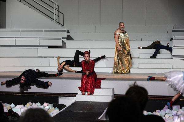 WUT // NT in der Oper Halle // 2016/17 // Regie: Henriette Hörnigk
