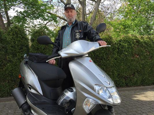 29.04.2015: Armin Kühnemann aus Weil am Rhein mit seinem neuen KYMCO Vitality 50